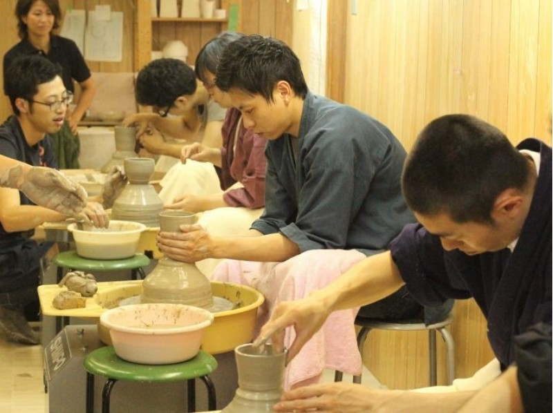 Two created by the [Kyoto Higashiyama, Ceramics] Zuiko Corporation kiln original soil! Electric potter's wheel premium course! Introduction to image