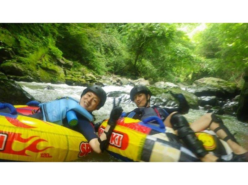 【山梨・大月】夏は無邪気に川遊びっ!!圧倒的な大自然でチュービングツアー!の紹介画像