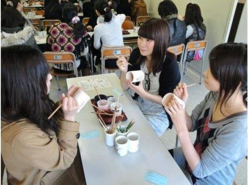 【京都・東山】10種類の素焼きから自由に選べる 絵付け体験