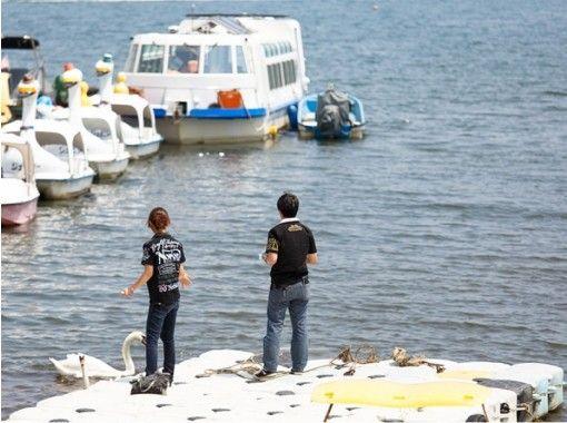 【山梨・山中湖】太陽光発電ドーム船で快適にワカサギ釣り!