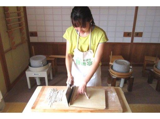 【静岡・伊豆高原】ご家族、団体様も歓迎!観音亭  天ぷら付きの本格そば打ち体験の紹介画像