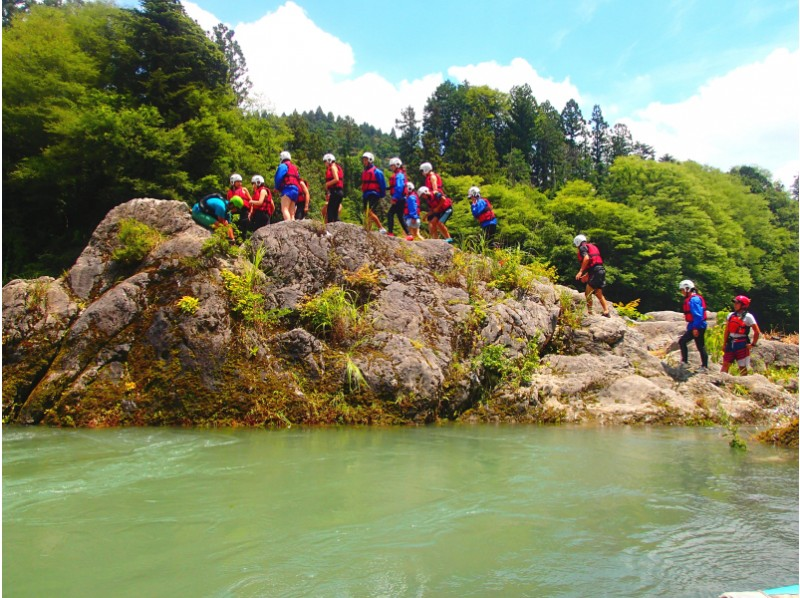 [Okutama family rafting] participation in the family from the first year of elementary school OK! Introduction to image