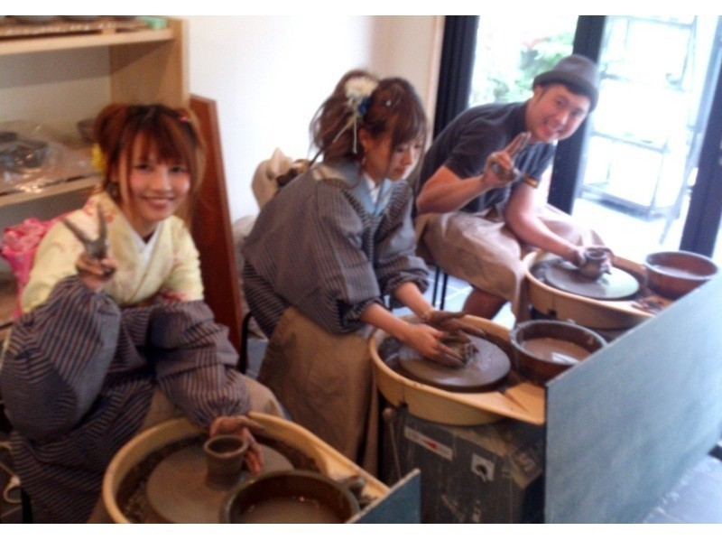 [Kyoto Prefecture, potter's wheel pottery experience] philosophy of the way along the central location ♪ modern introduction image of cups making of Kyo in the workshop