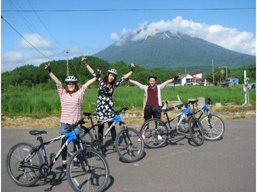 ニセコの街をガイドと一緒に爽快にサイクリング!