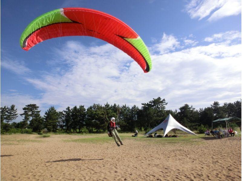 【滋賀県・パラグライダー】ステーショナリートーイングで単独飛行に挑戦!チャレンジ体験コースの紹介画像