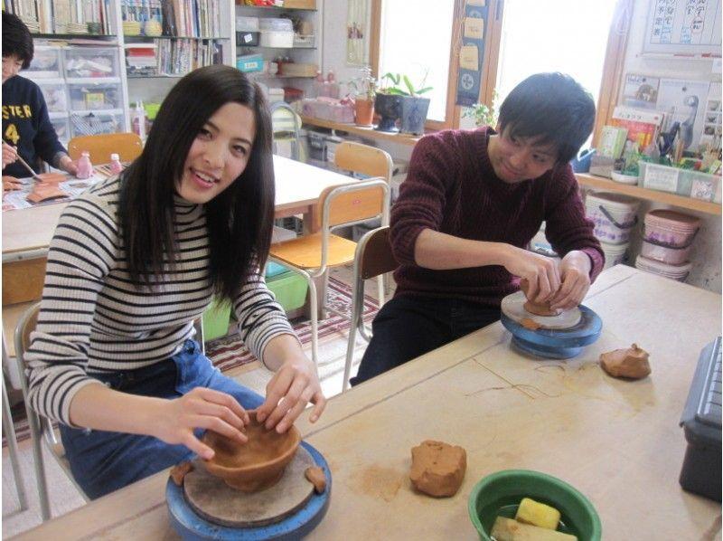 【北海道・函館】ギャラリー併設の素敵な工房で器やカップを作ろう!1日陶芸体験コースの紹介画像