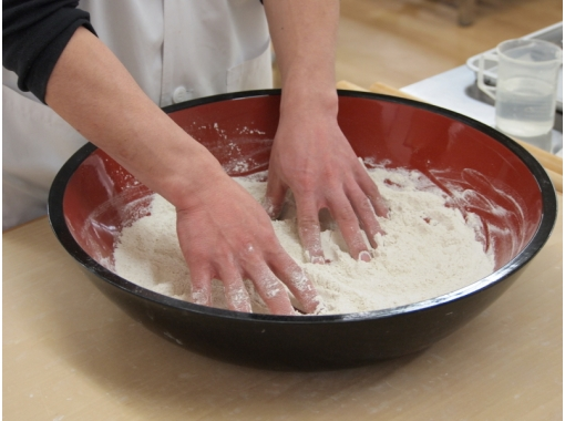 【三重県・蕎麦作り体験】蕎麦粉で蕎麦打ちを体験しよう
