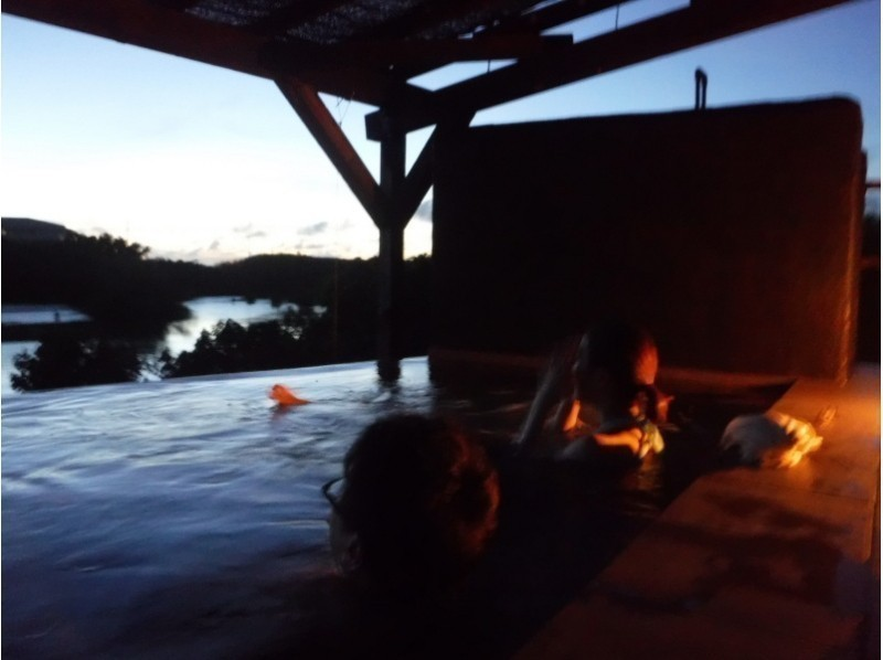 【Okinawa Prefecture · Miyakojima · Irabejima】 Private dinner with a spectacular outdoor hot spring bath! Introduction image of sea kayaking · sunset tour