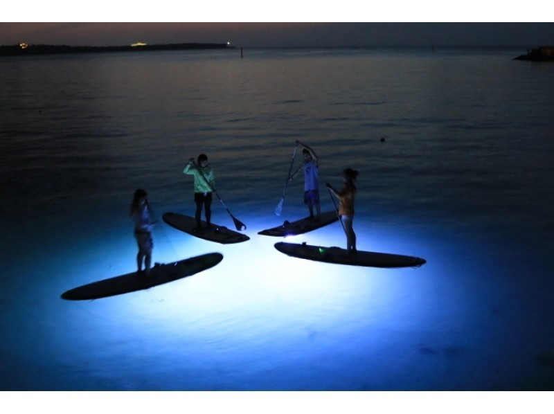 [Okinawa Onna] night expedition! Night SUP cruise, the main island of Okinawa is the first landing ★ shooting + SD card gift ★ Introducing image