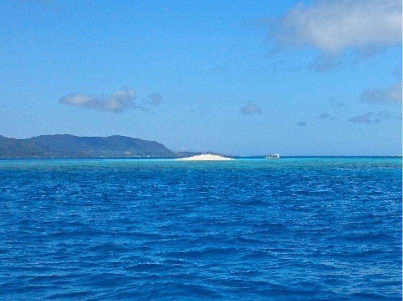 【沖縄県・ウェイクボード】ウェイクボードで沖縄の海の上を滑走!ウェイクボード(15分×2セット)の紹介画像