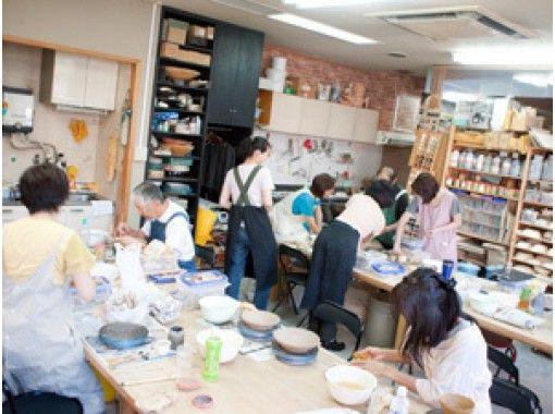 【大阪・南森町】気軽に1日陶芸体験!手回しロクロで好きなアイテムをつくろう
