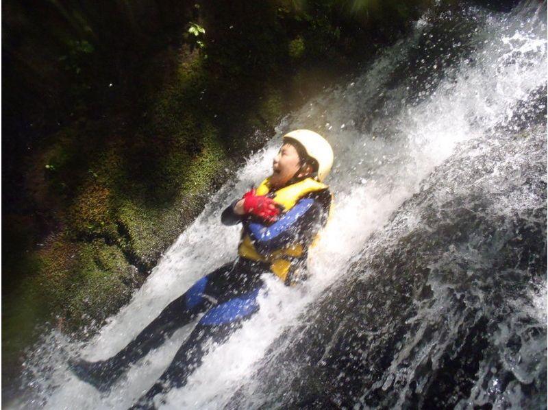 【東京・多摩川を冒険!】爽快シャワークライミングツアー(半日コース)の紹介画像