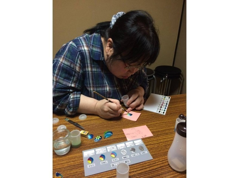 "[Kyoto Higashiyama] experience the tradition of Kyoto craft ""Kyoto Cloisonne""! Introduction image of trying to make the original pendant [1 hour course]"