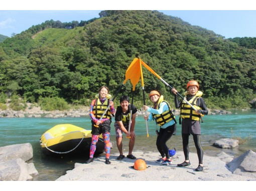 [Shimantogawa] Great Adventure in Japan last clear stream! Leisurely rafting tourの紹介画像