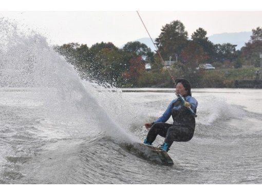 【滋賀・琵琶湖・ウェイクボード】経験者の方はこちらのフリートーイングコース(約15分×2セット)スタンダードなコースです。