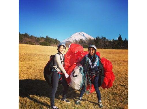 【静岡・朝霧高原】自分の足で飛び立とう!パラグライダーゴーゴーパラ体験!初心者オススメ!仲間や家族とワイワイできます!