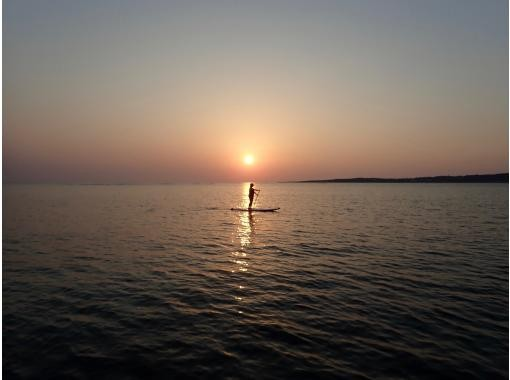[Okinawa headquarters / sunset sap] You can enjoy the stand-up paddle while watching the beautiful sunsetの紹介画像