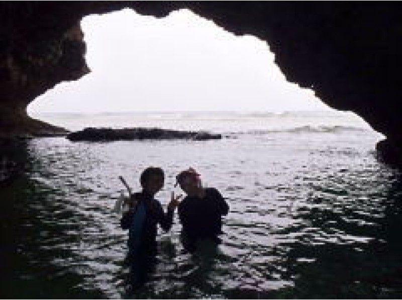 【沖縄・石垣島】カヌー&シュノーケリング幻想的な青の洞窟を楽しむの紹介画像