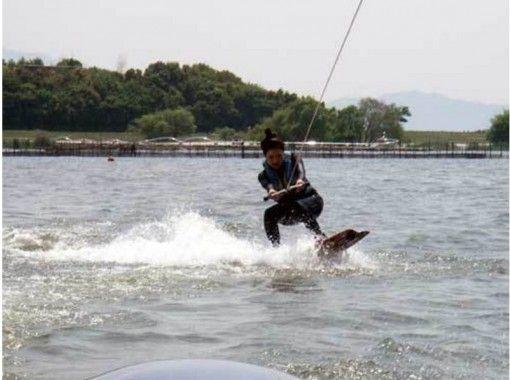 【滋賀・琵琶湖】レンタル込み!ウェイクボード体験(初心者コース)の紹介画像