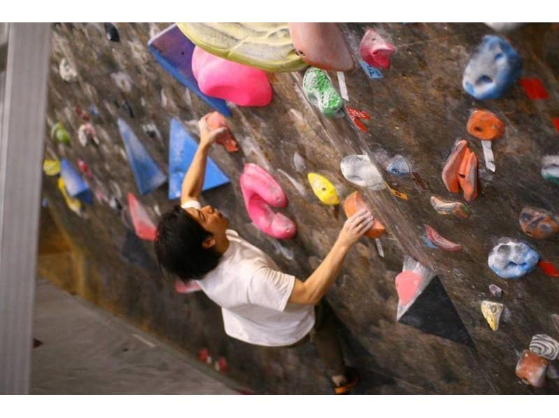 【神奈川・鶴見市場】県内最大級のジムでボルダリングに挑戦![たっぷり昼プラン]の紹介画像