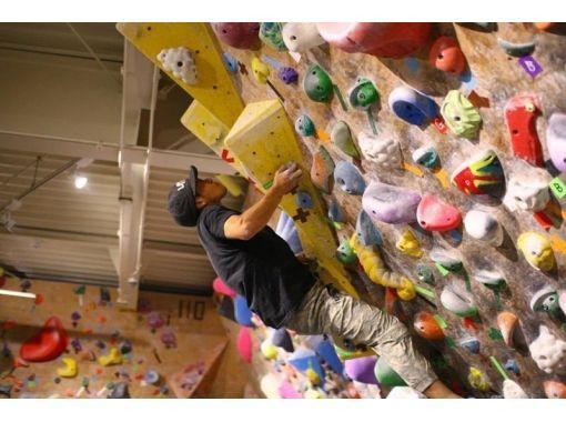【神奈川・鶴見市場】県内最大級のジムでボルダリングに挑戦![がっつり夜プラン]