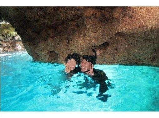 提供地區通用使用優惠券! [藍洞浮潛和深潛]旅遊照片帶禮物,有餵食,舒適的弓箭の紹介画像