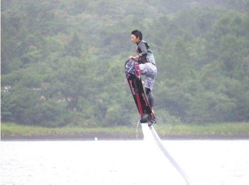 【山梨・山中湖】空飛ぶサーフィン!ホバーボード(1セット15分)【午前】