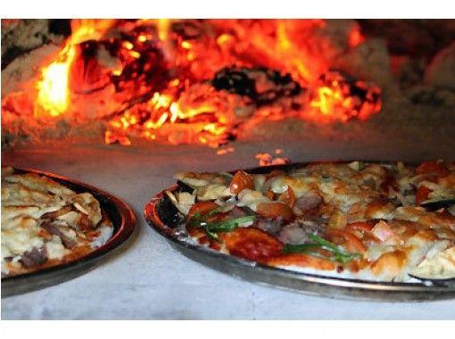 【静岡・中伊豆】薪割り&丸太切りもできる!手作りの石窯でピザ焼き体験