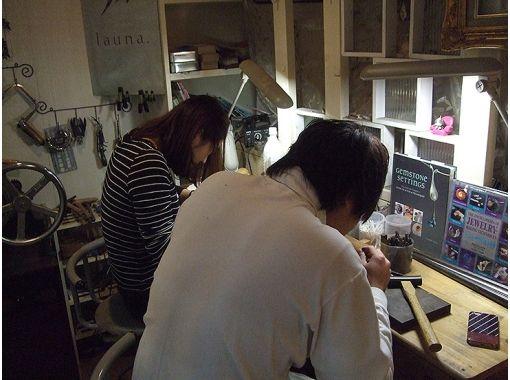 [神奈川縣 -橫濱雕刻銀色手鐲製作體驗教室☆即使是初學者也能通過認真的指導!の紹介画像