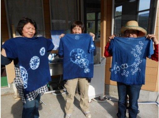 【群馬・片品村】天然原料だけで染める!「Tシャツ藍染め体験」気軽にく本格的な藍染めを楽しめる!の紹介画像