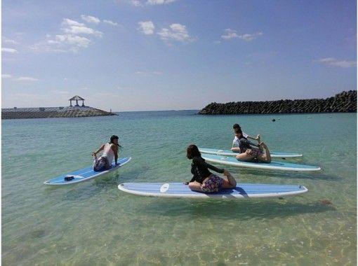 【沖縄・宮古島】初心者もOK。海の上で気持ちよくヨガ体験![SUPヨガ]