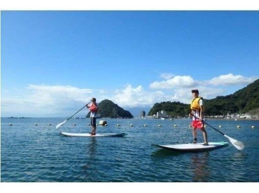 【静岡/沼津・伊豆長岡】ボードに立って海をゆらゆら。いま注目のSUPを体験!(初心者コース・半日)