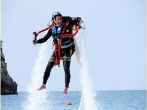 【沖縄/本部:美ら海水族館近く】イチオシアクティビティ!ジェットパック体験&パラセーリング