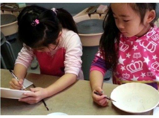 【奈良/奈良・平城京跡】素焼きの器に好きな言葉や絵を描く「絵付け体験」でオリジナル食器作りに挑戦