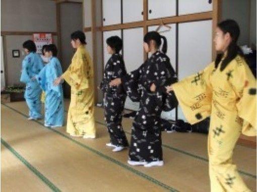 【沖縄・恩納村】琉球舞踊(雑踊り)体験~琉舞衣装を着て記念撮影も!