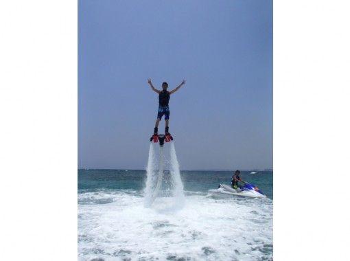 【沖縄・宜野湾】話題の☆フライボード☆で空中散歩