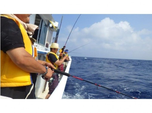 【Okinawa · Churaumi】 OK by hand ♪ Tuna fishing tour! You can eat the fish you caught at the port ☆ 【With benefits】の紹介画像