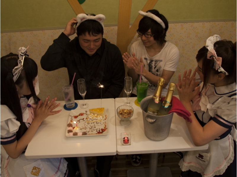 """What is the characteristic of maid cafe """"Mei Dori moin""""?"""