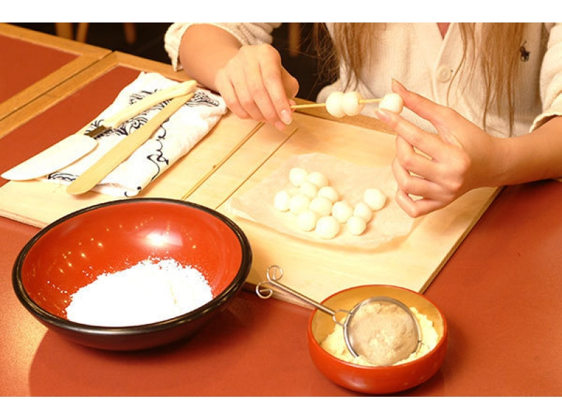 【Kyoto / Kyoto City】 Japanese sweets originating in Kyoto! Introduction image of Mitarashi dumpling experience ☆
