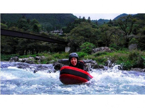 [Ome City, Tokyo] Discover the charm of playing in the river in Okutama! ?? Half-day course! Let's enjoy the river board to the fullest! * Free photo data gift includedの紹介画像