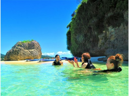 [Okinawa Onna] SUP Cruising & Snorkeling SET ★ Adventure SUP trip aiming at uninhabited island ♪ (with photo and movie shooting service)の紹介画像