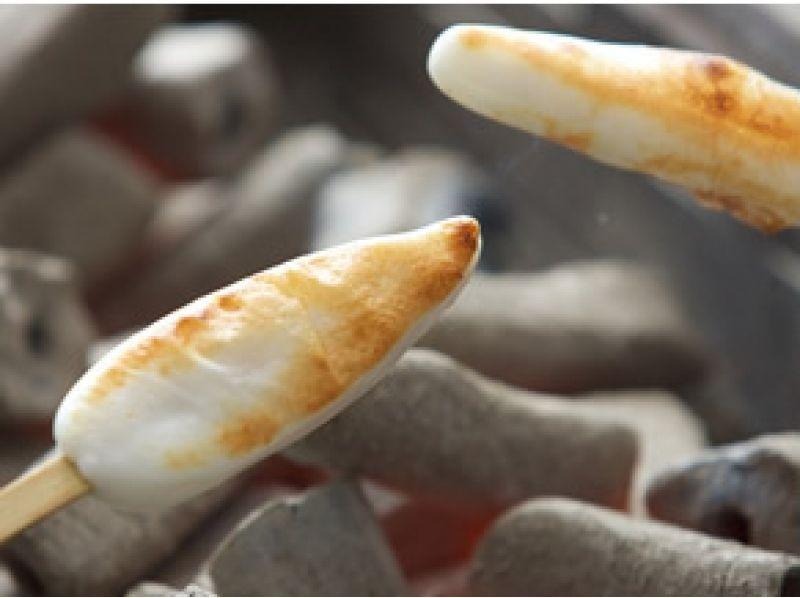 【宮城・塩竈】笹かまぼこ工場で焼きたてを食べよう!〔笹かまぼこ焼き体験〕の紹介画像