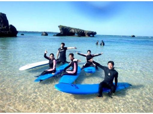 【沖縄・青の洞窟】真栄田岬でサーフィン体験