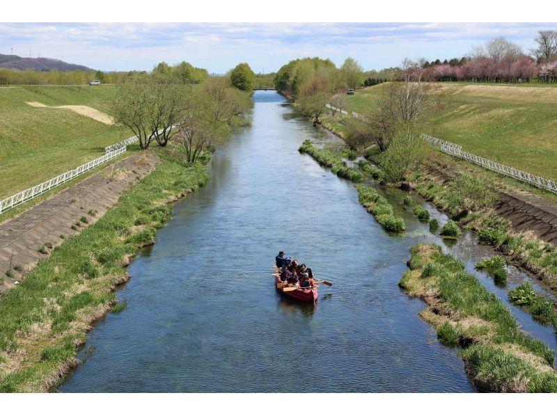 【Hokkaido · cruising】 Boating cruising while cherry blossom viewing cherry blossoms! Introduction image of Tokachi Sakura River Cruising