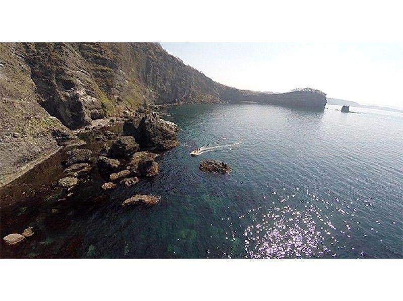 【北海道・小樽】海の秘境「青の洞窟探検クルーズ」の紹介画像