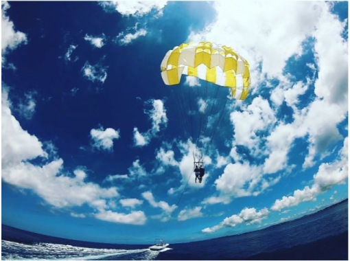 """""""HIS Super Summer Sale in progress"""" [Another world with a spectacular view ◇ 4 years old-OK] """"Parasailing"""" Special: Rope 200m """"[Limited time offer]の紹介画像"""