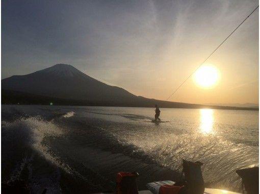 [山梨縣山中湖]一邊觀察富士山跑道!滑水體驗計劃の紹介画像