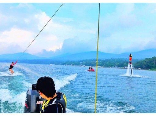 【山梨・山中湖】全力で遊びつくそう! フライボード&ウェイクボード体験プラン