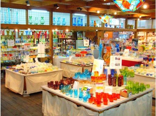 【沖縄・名護】色鮮やかな琉球ガラスや貝殻で飾る!簡単オリジナルフォトフレーム作り