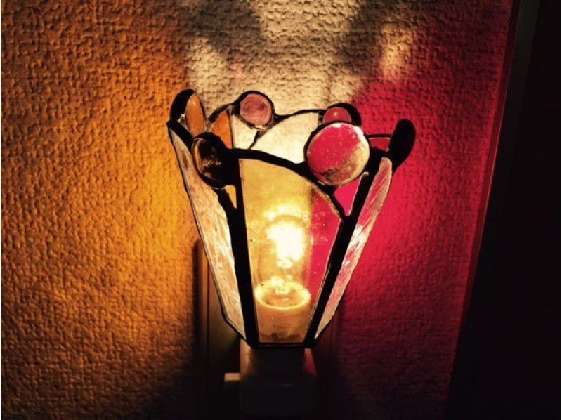 """[Tokyo · Jiyugaoka] Let's make a """"foot lamp"""" with a glass ball! Introduction image of stained glass experience in Hikigaoka"""